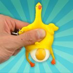 kip legt een ei sleutelhanger